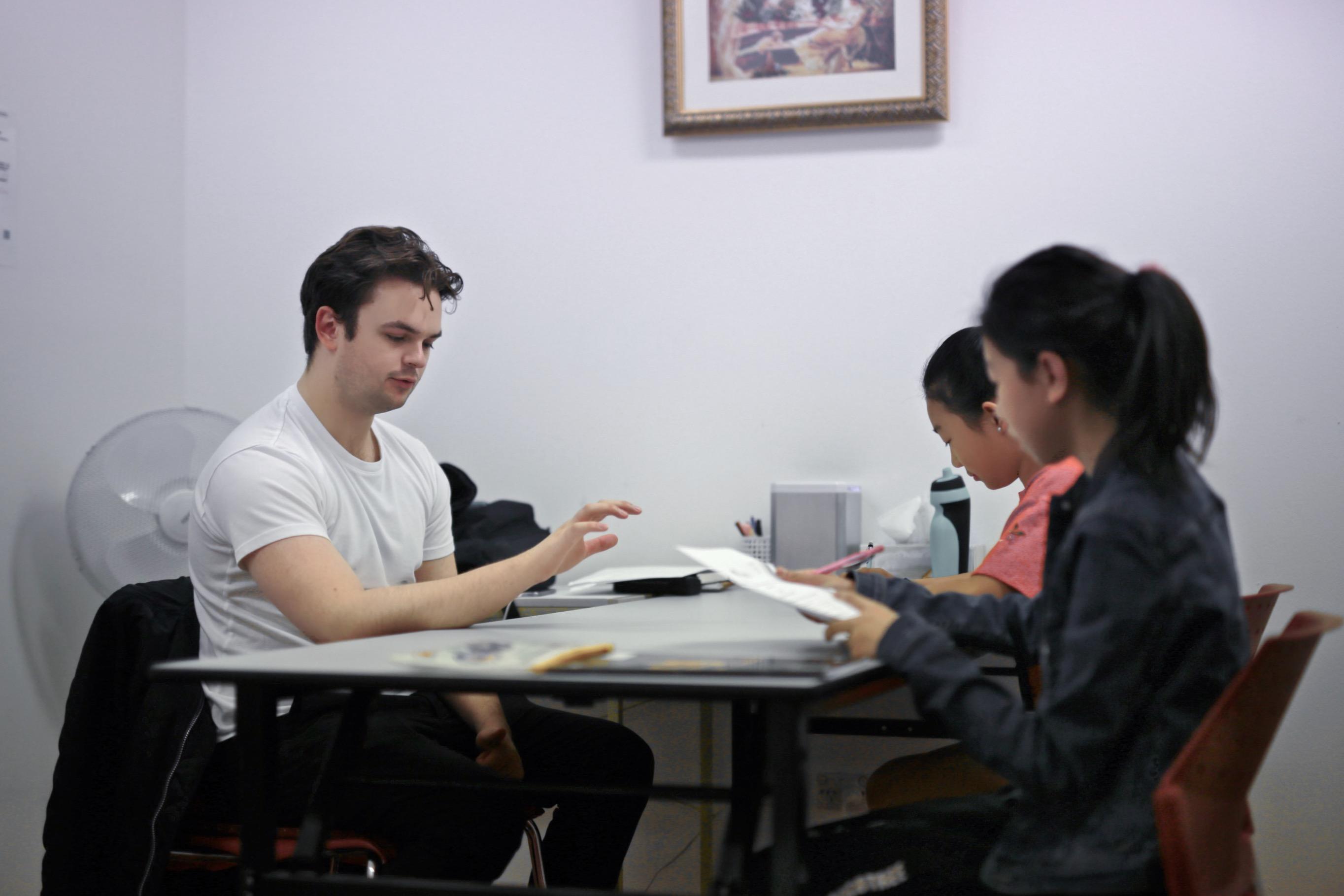 维思教育Arden老师正在上奖学金计划课程